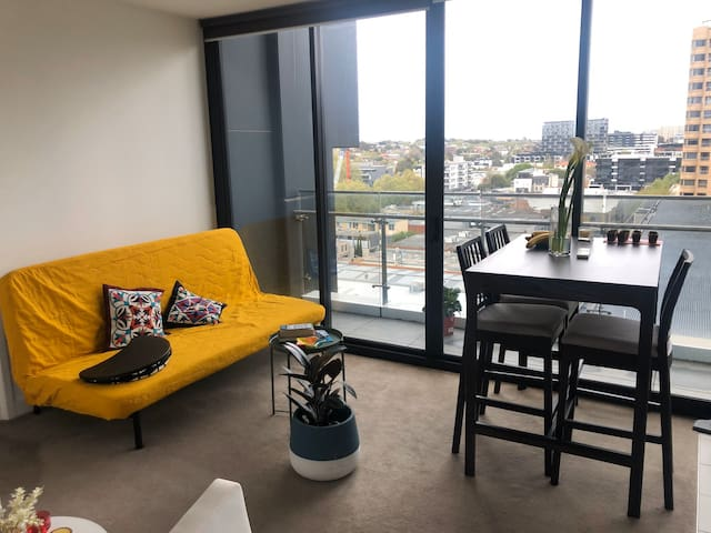Bright room in central South yarra (gym+pool)