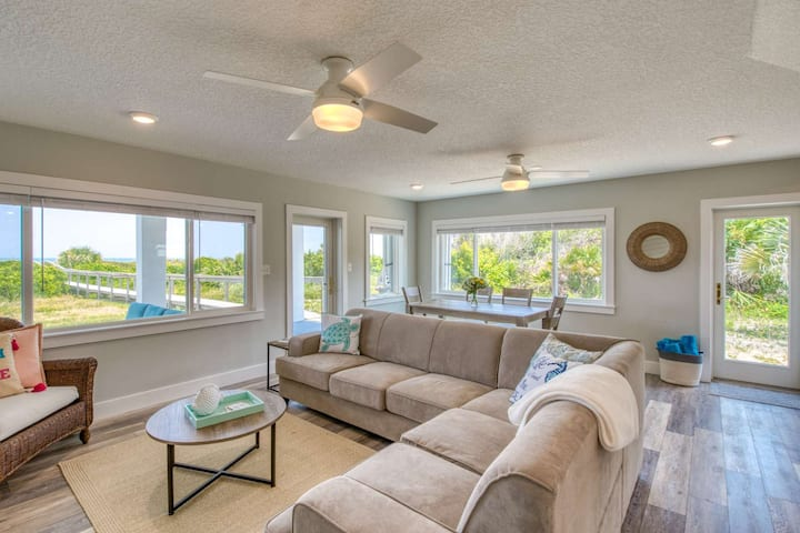 BEACHFRONT Family/Group Retreat-OCEAN VIEWS! Secluded Complex, Private Beach Access, Park 6-8 cars