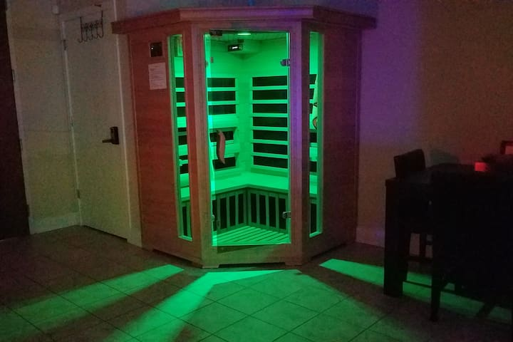 4 person FAR INFRARED SAUNA IN UNIT!!  Latest Technology in personal relaxation and detoxification. Up to 140 ° F dry heat. Private. The ultimate personal spa experience! Internal speakers hook up to your phone. Break a sweat, decrease stress, relax