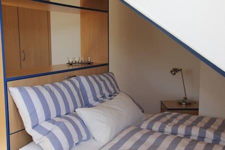 Helles, großzügiges Zimmer mit toller Aussicht - Bretzfeld