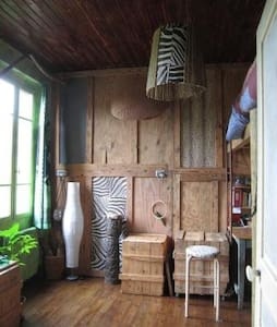 """Chambre """"africaine"""" dans maison ancienne"""