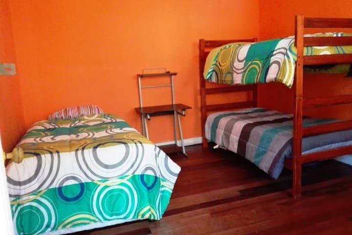 Habitacion cuadruple en sector turistico - Valparaíso - Ház