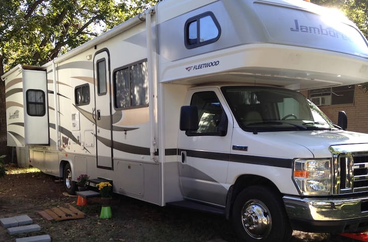 Roomy RV in Lampasas, TX