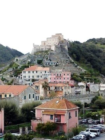 Guardando il Castello