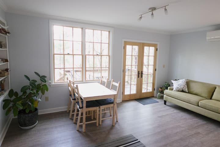 Private apartment ~2 mi  from downtown Asheville