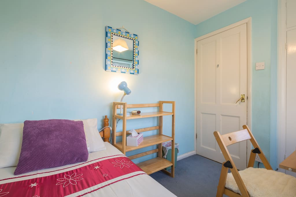 Comfortable and peaceful single room just a stroll away from Addenbrookes Hospital and the biomedical buildings.