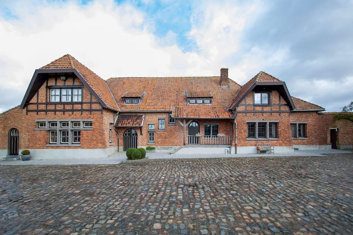 Cozy Farmhouse in Comines-Warneton with Hill View