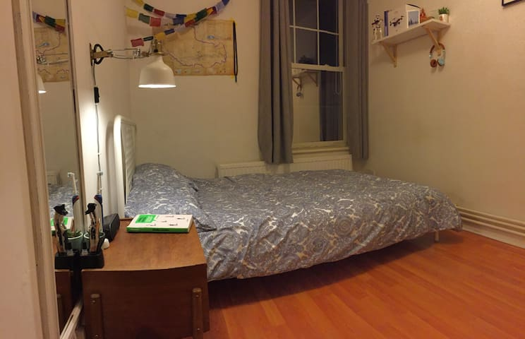 Private double bedroom in Liverpool Street (E1)