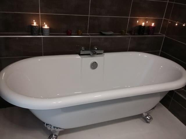 Romantic double ended bath