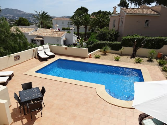 Villa with pool, A/C throughout wifi, BBQ, Moraira
