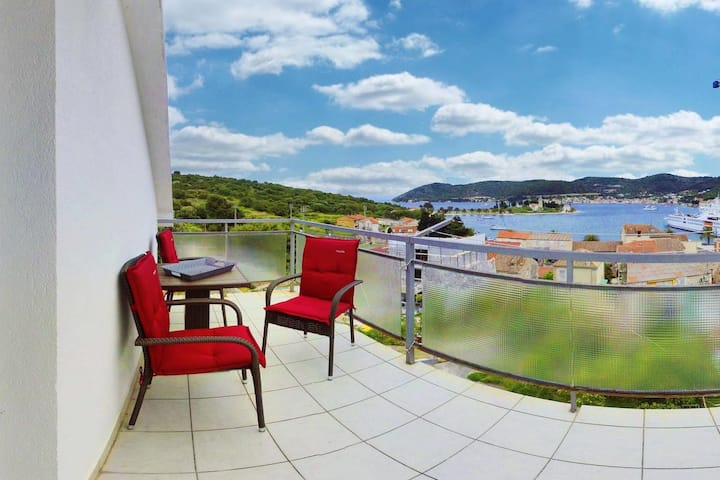 One bedroom apartment with terrace and sea view Vis (A-2428-c)