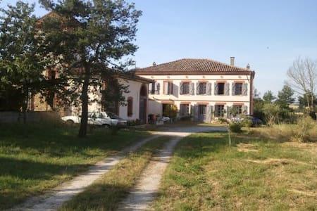 Spacieuse Maison de MAITRE avec son jacuzzi privé - Casa