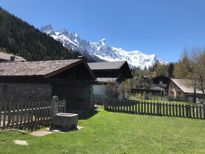 Terrasse et belle vue Mont -Blanc pour 2 à 4 pers.