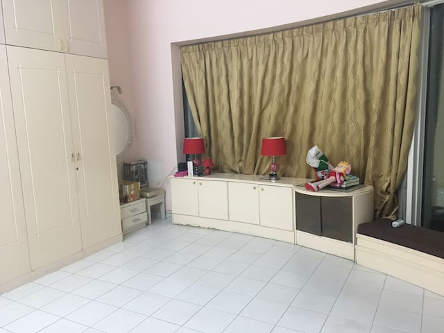 Master bedroom near to al fahidi metro