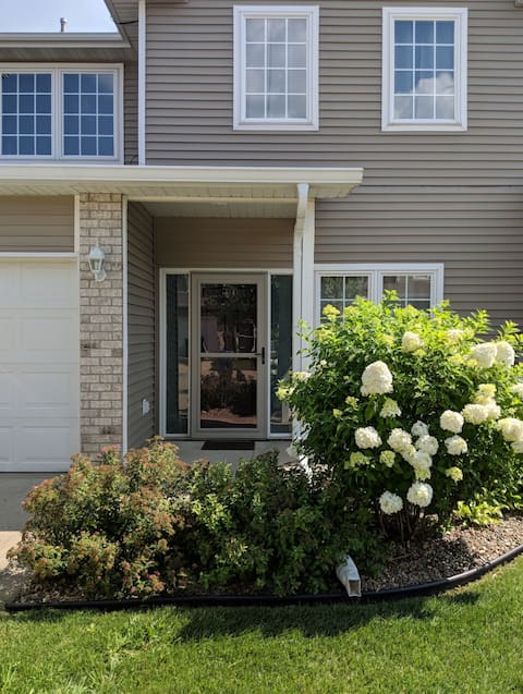 Trendy 2 bed, 2 bath townhouse in a quiet complex