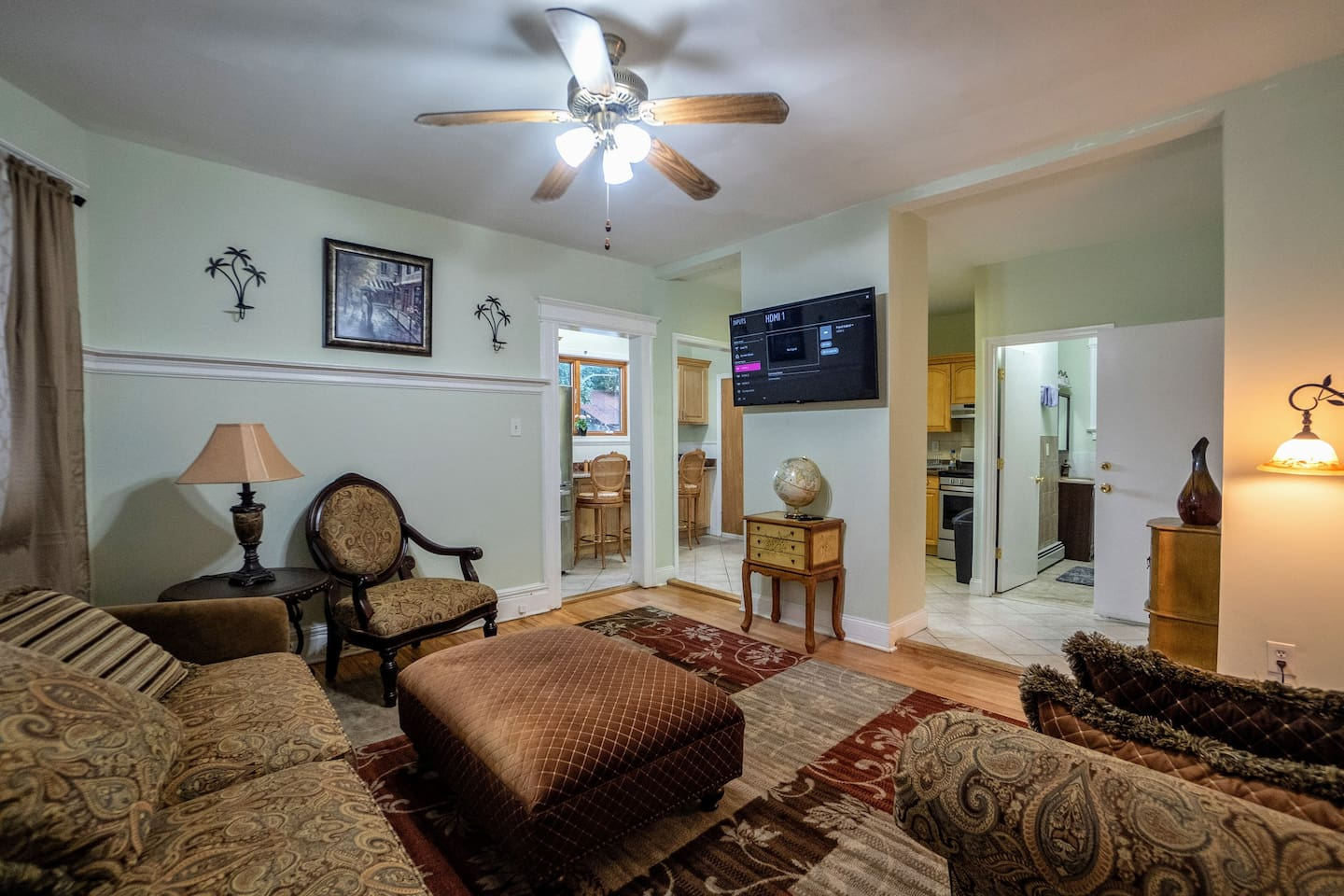 """Big living room with 50"""" 4k HDTV - Netflix and many premium channels included."""