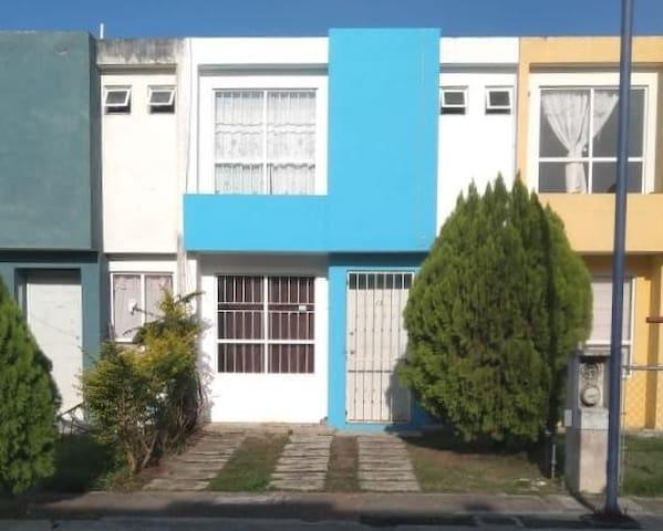 Casa Pequeña Agua Caliente TVCable Wifi  6 Huesped