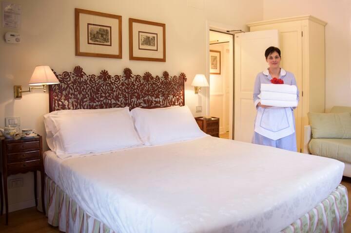 Charming Room - Villa in Siena