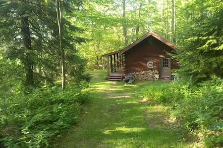 Pine Hill Retreat, Log Cabin, 30acres