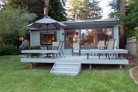 Charming bungalow with picturesque views of Mirror Pond and Drake Park - Bend - Maison