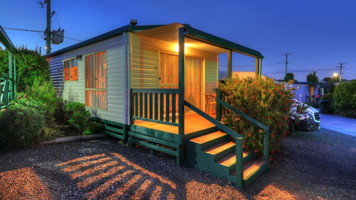 2 Bedroom Fully self contained Cottage with Deck
