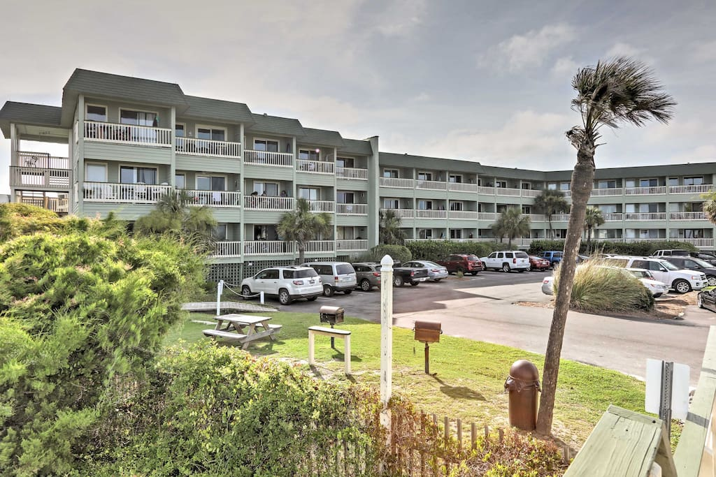 The Sea Cabins on Isle of Palms condominium community offers a variety of great community amenities.