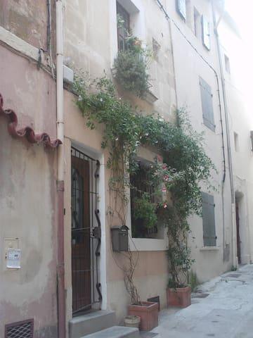 Maison de 75 m² au coeur du centre historique - Arles - Hus