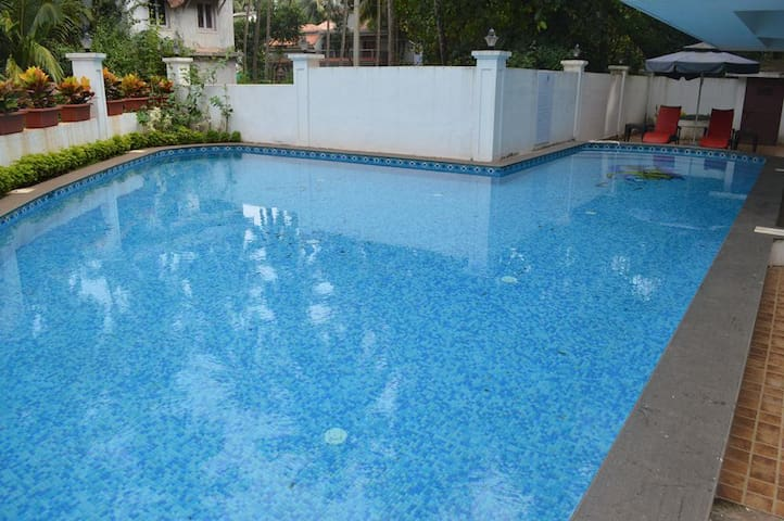 Deluxe Room with  Pool and WiFi In Calangute Goa - Calangute - Bed & Breakfast