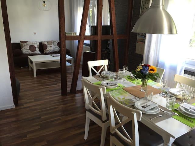 Sonnige Doppelhaushälfte - Albstadt - Casa