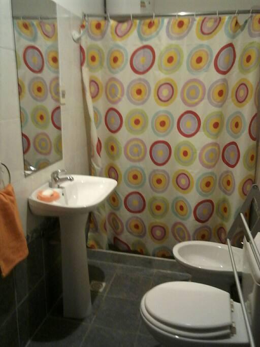 baño completo, tenemos toallas para ti!