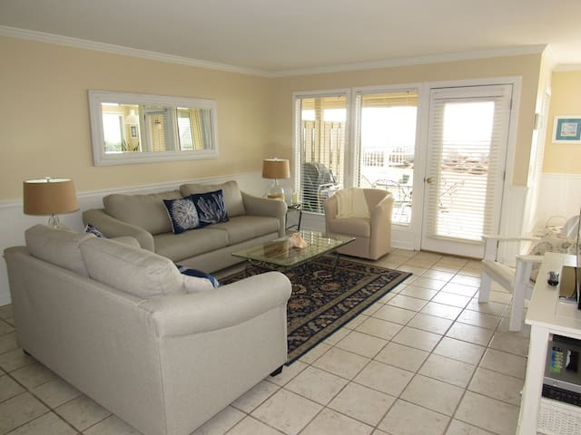 Beautifully furnished & oceanfront.