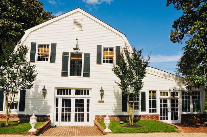 Carriage House at Cumberland Estate RIVERFRONT!