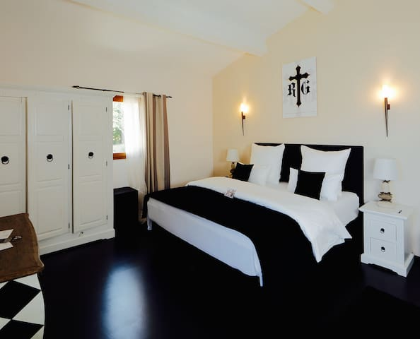 Maison Prestige Roberto Geissini - Grimaud - Bed & Breakfast