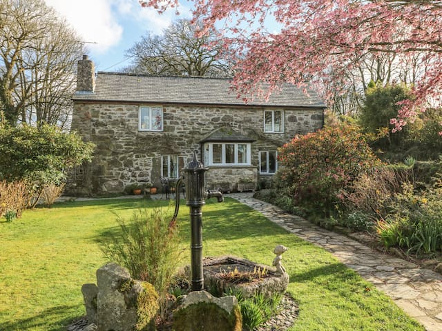 BARN, pet friendly, country holiday cottage in St Austell, Ref 959199