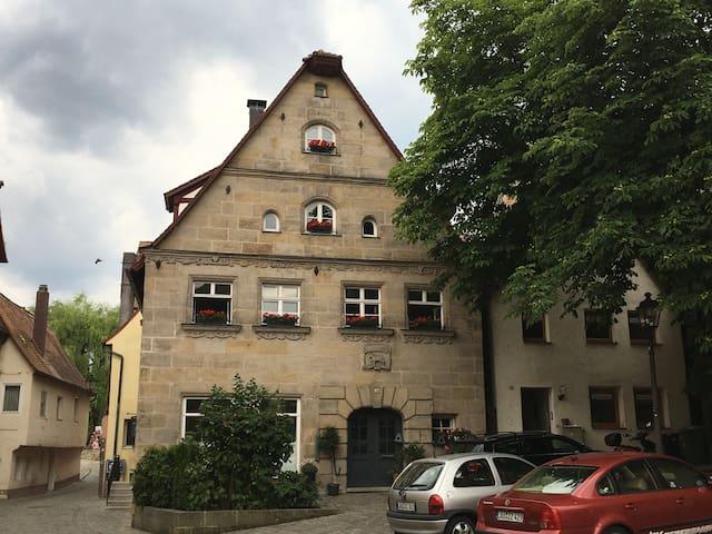 Gemütliche Galeriewohnung inmitten der Altstadt - Lauf an der Pegnitz - Appartement