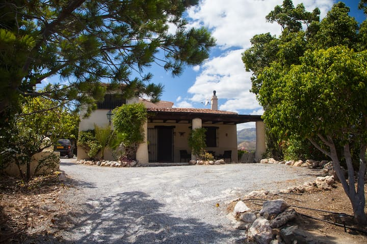 Cortijo/Cottage with sea/mountain views