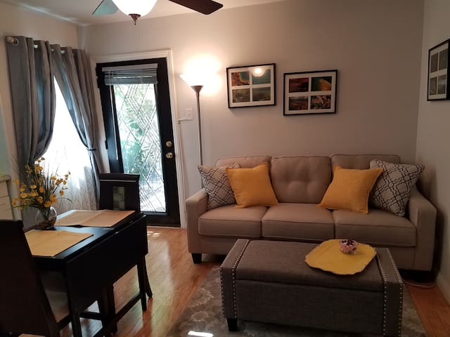 Chic Bel Air 1 Bdrm Private entry Perfect Location