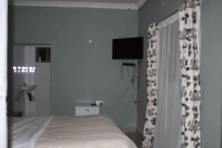 Honeybed Lodge Room 6