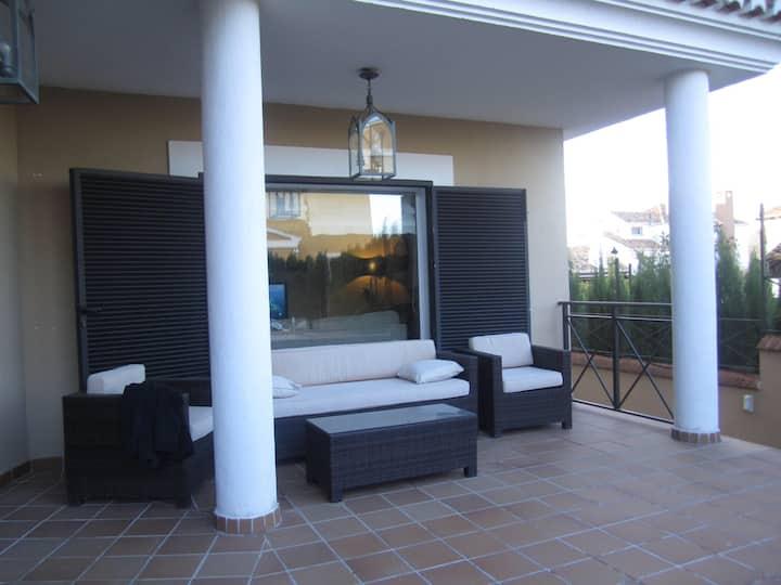 Chalet independiente  con jardín y piscina privada