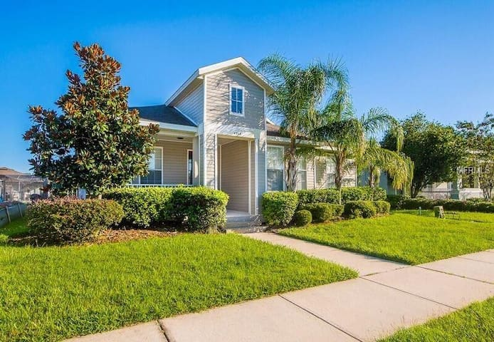 4br Home driving distance to Disney & attractions.