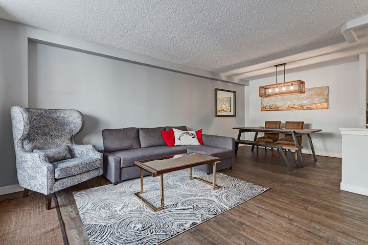 ☀Chic DT Condo by Stampede/BMO Center/Saddledome!☀