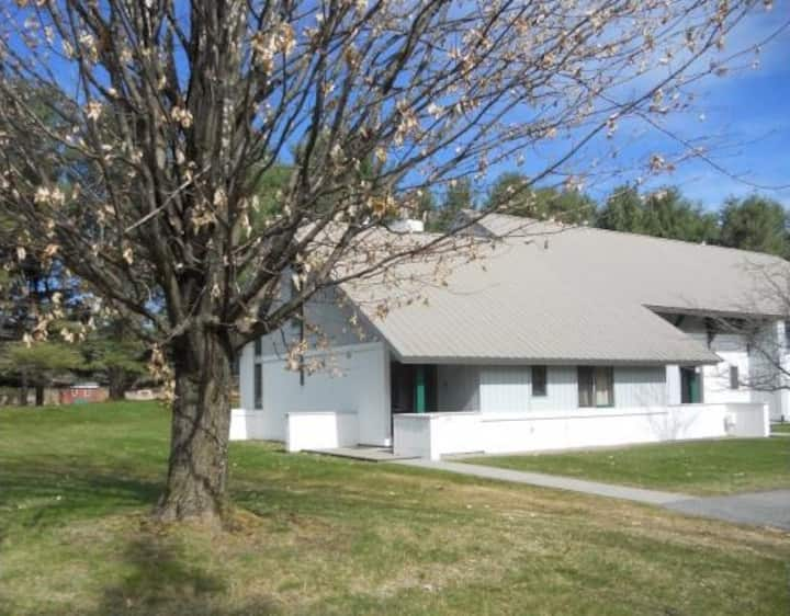 3BR Stowe Townhouse-Excellent location & amenities