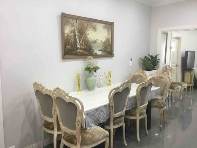 3 Bedroom house near Airport and beach