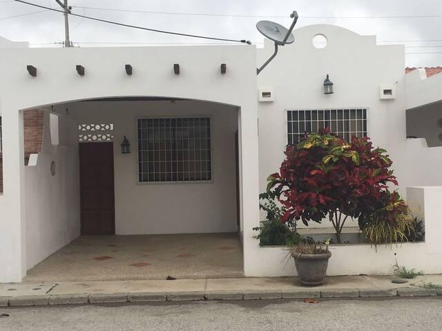 Renta de casa en Salinas a 10 minutos del Malecon