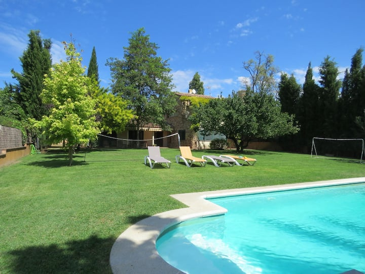 Costabravapartment Casa Anna + pool, 15 mins to the Costa Brava beaches