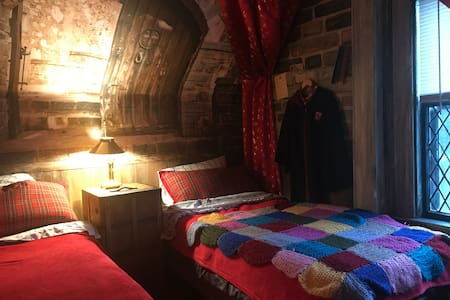 Harry Potter Fan School Dorm w Breakfast