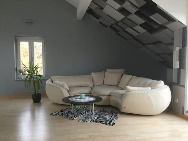 Privates modernes Maisonetten-Appartment