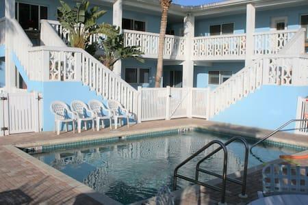 Coastal Comfort - May Available, Great Location! - Holmes Beach - Társasház