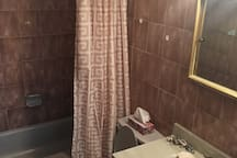 bathroom with heat-lamp, washer/dryer