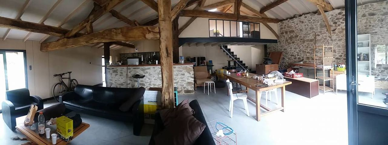 Chambre en mezzanine dans maison de campagne